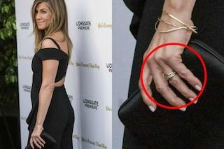 Jennifer Aniston alla prima uscita dopo le nozze: c'è la fede nuziale (ma non il marito)
