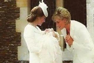 Kate mostra Charlotte a Diana, il fotomontaggio che commuove il web