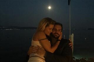 """Michelle Hunziker e Tomaso Trussardi, amore sotto la luna: """"Questa sera è magica"""""""