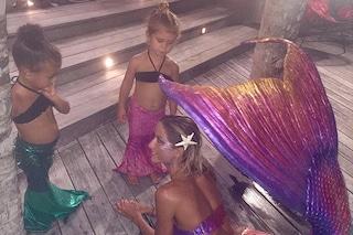Piccole sirene crescono, sono le figlie di Kourtney e Kim Kardashian (FOTO)