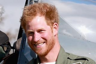 Harry compie 31 anni e cambia look, la barba rossiccia è sexy