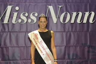 Debora, 46 anni, è la Miss Nonna Italiana 2015