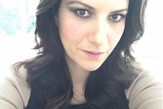 """Laura Pausini separata in aereo dalla figlia di due anni: """"In Italia succede"""" (VIDEO)"""