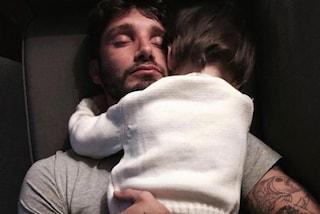 Stefano De Martino, prima foto con Santiago dopo la separazione: 'Natale col mio bambino'
