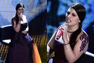 Sanremo 2016, il vestito di Deborah Iurato e l'imbarazzante effetto melanzana