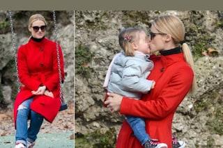 Michelle Hunziker non vuole babysitter, al parco con due figlie fa tutto da sola