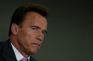 """Arnold Schwarzenegger contro i No Vax: """"Se non indossi la mascherina sei un cretino"""""""