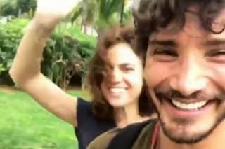 """Stefano De Martino a Mauritius con Geppina, lui ironizza: """"Ecco la mia fidanzata"""""""