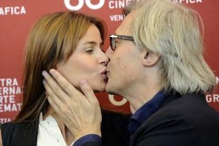 """Sabrina Colle, compagna di Vittorio Sgarbi da 19 anni: """"È infedele ma mi fa sentire unica"""""""