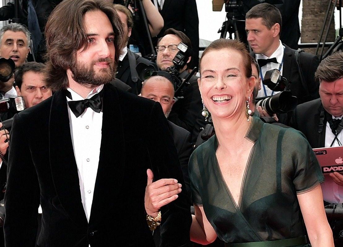 Dimitri con la madre Carole Bouquet nel 2014