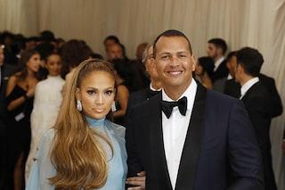 La prima volta insieme di Jennifer Lopez ed Alex Rodriguez, che coppia sul red carpet del Met Gala