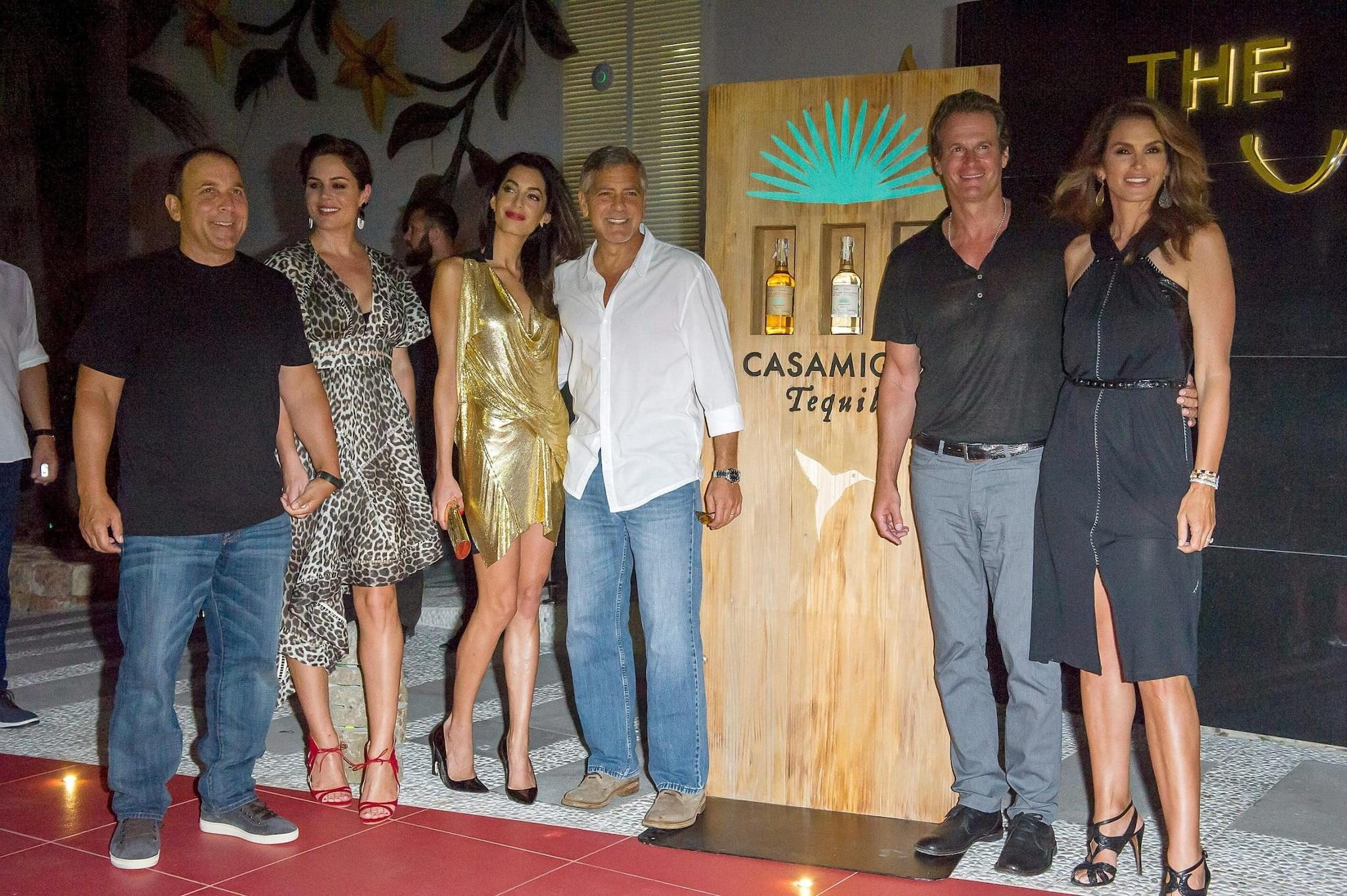 I fondatori di Casamigos e consorti:Mike Meldman e la moglie, George Clooney e Amal Alamuddin, Rande Gerber e Cindy Crawford