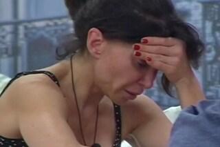 """Carmen Di Pietro in lacrime: """"La Izzo dice che il mio ex marito frequenta una mia amica"""""""