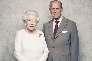 """La Regina Elisabetta: """"La morte di Filippo è un vuoto enorme"""", ma non abdicherà"""