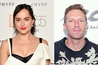 """Chris Martin e Dakota Johnson nuova coppia del gossip: """"Si stanno frequentando"""""""