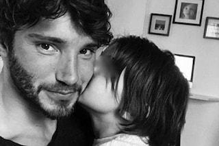 """Stefano De Martino: """"Mi manca Santiago, non vedo l'ora di riabbracciare il mio piccolo uomo"""""""