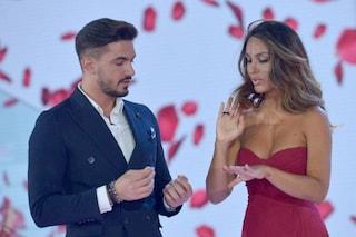 """Rosa Perrotta in silenzio durante la proposta di matrimonio, Paola Di Benedetto: """"Era intimorita"""""""