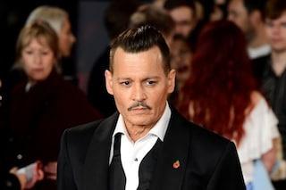 """Bodyguard denunciano Johnny Depp: """"Sfruttati, dovevano togliergli la droga dalla faccia"""""""