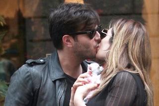 """Paola Caruso bacia con passione il fidanzato Francesco Caserta: """"Ti amo amore mio"""""""