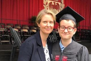 """Cynthia Nixon fa coming out per il figlio Samuel, transgender: """"Sono molto orgogliosa di lui"""""""