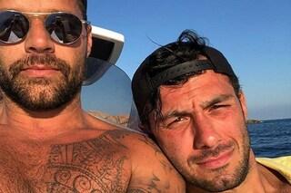 Ricky Martin e il marito Jwan Yosef in Sardegna, la coppia si rilassa in Costa Smeralda