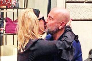 Tina Cipollari e Vincenzo Ferrara, arriva il primo bacio in pubblico