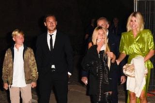 Francesco Totti al Colosseo: l'amore di Ilary Blasi, Cristian e Chanel per il loro gladiatore