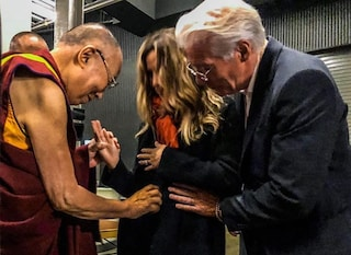 Richard Gere e Alejandra Silva presto genitori, c'è la benedizione del Dalai Lama