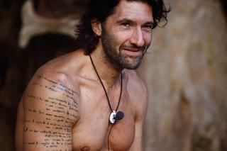 I tatuaggi di Walter Nudo: ecco cosa contiene il testo scritto sul braccio destro