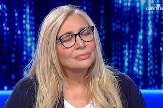 """Mara Venier chiede silenzio in studio """"col cuore"""", altra frecciata a Barbara D'Urso"""