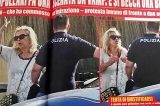 Tina Cipollari multata dalla polizia, l'opinionista di Uomini e Donne fatica a contenere il fastidio