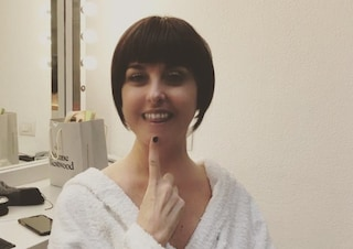 """Nadia Toffa affronta con il sorriso la giornata di cure: """"Teniamoci allegri"""""""