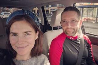 Amanda Knox si sposa, il video dell'insolita proposta di matrimonio ricevuta da Christopher Robinson