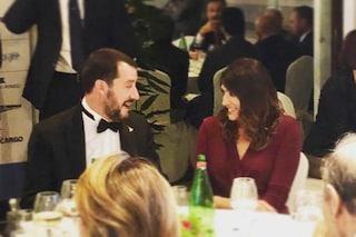 Elisa Isoardi e Matteo Salvini complici a una cena di gala, erano seduti allo stesso tavolo