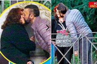 Patrizia De Blanck bacia il Marchese d'Aragona, lui negò la parentela con Daniela Del Secco