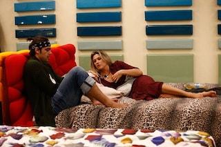 Stefano Sala e Benedetta Mazza sempre più intimi, abbracci (e baci?) sotto le coperte