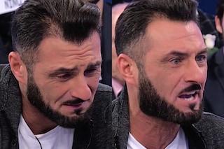 """Sossio Aruta piange poi si infuria: """"Sono innamorato di Ursula Bennardo e nessuno mi fa l'applauso"""""""