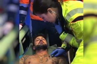 """L'operatore che ha accompagnato Corona durante l'aggressione: """"Lui era a terra, io sono fuggito"""""""