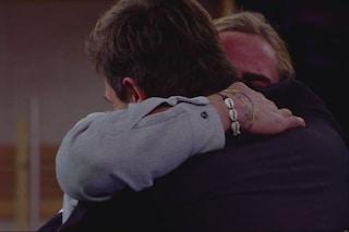 """Stefano Monte scioglie il fratello Francesco: """"È il mio cuore"""" e piangono entrambi"""