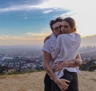 Brooklyn Beckham fidanzato con Hana Cross, che ha tutto il talento di mamma Victoria Adams