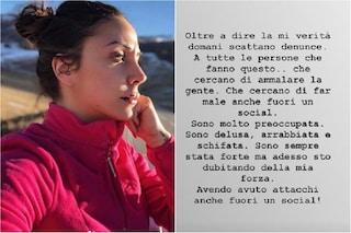 """Selvaggia Roma reagisce alle minacce di morte: """"Vi prego di smetterla, mi sto ammalando"""""""