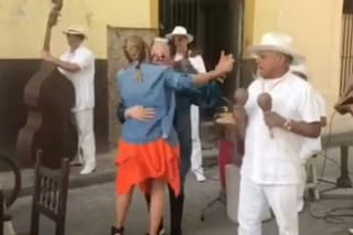 """Il 2019 a Cuba di Barbara D'Urso e Cristiano Malgioglio, scatenati sulle note di """"Guantanamera"""""""