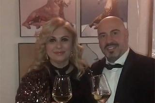 Tina Cipollari nel primo video con Vincenzo Ferrara, la coppia augura a tutti un buon 2019