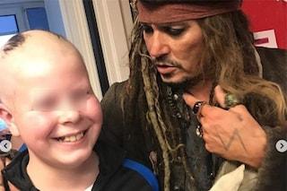 Johnny Depp tra i bambini malati, Jack Sparrow fa visita al reparto di oncologia infantile