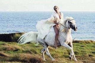 Lady Gaga disperata, il suo cavallo sta morendo: il dolore dopo la vittoria ai Critics Choice Awards