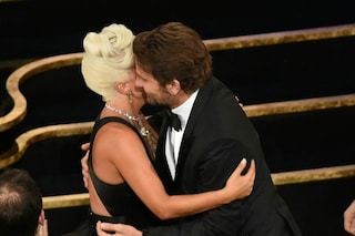 """Lady Gaga nega il flirt con Bradley Cooper: """"Siamo artisti, avete visto quello che volevamo vedeste"""""""