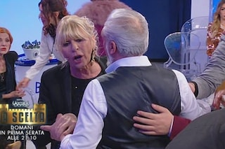 """Gian Battista Ronza a Gemma Galgani: """"Vai a farti pagare"""", lei si avvicina per aggredirlo"""