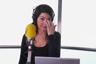 """Cristina D'Avena in lacrime per la dedica: """"Anche se non hai figli sei la mamma di tutti noi"""""""
