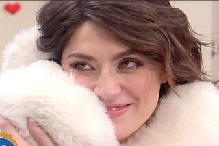 San Valentino in diretta per Elisa Isoardi, rose e peluche da un ammiratore segreto