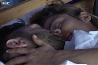 "Isola 2019, baci e coccole tra Jeremias Rodriguez e Soleil Sorgè: ""Stiamo benissimo insieme"""